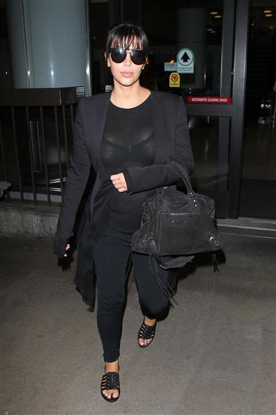 Kim opted for a comfortable all-black ensemble -- and flats! -- when she arrived at LAX in Los Angeles on March 17, 2013