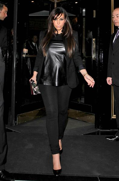 Kim donned her favorite texture -- leather -- in T-shirt form while stepping out in London on May 1, 2013