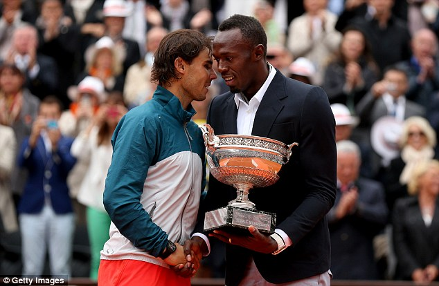 Usan Bolt presents the Trophy to Nadal