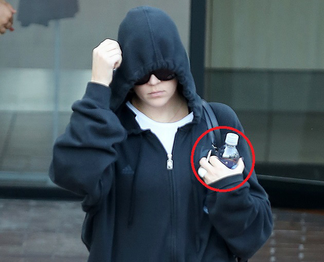 Khloe Kardashian seen without her wedding ring as she hit the gym.